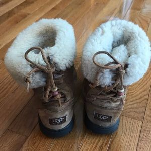 *Feature* UGG 🇦🇺 So comfy! Tiebacks! Size 7